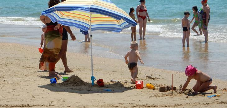 Дети на пляже НИКО в Витязево
